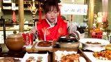 大胃王甄能吃挑战一桌猪牛羊鸡鸭鱼虾佛跳墙,怎么吃都不胖