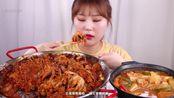 【冯博中字】GNI小姐姐泡菜炒章鱼加上泡菜豆腐汤全都是泡菜啊!!