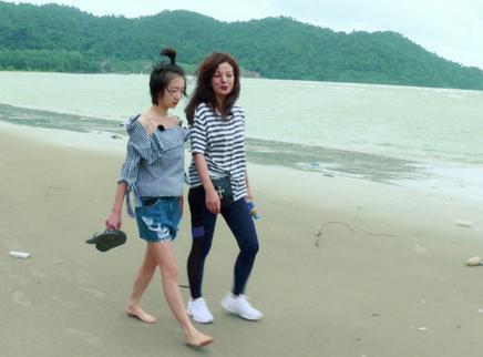赵薇海边自导自演文艺片 周冬雨一脸嫌弃