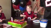 金沙 js123.com 有趣的婴儿吹蜡烛和失败|有趣的婴儿