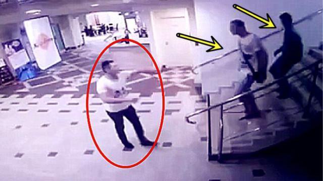 两男子冲下楼梯欲欺负小伙 监控却拍到这样一幕