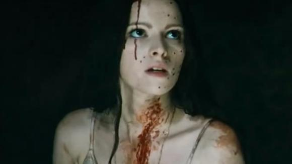 一部经典的恐怖片,三位美艳动人的吸血鬼,看完才知道什么叫脆弱
