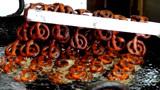大叔街头卖特色小吃,一份卖8元每天卖出600多份,食客:技术厉害