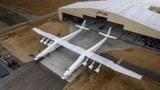 """全球最大飞机首飞成功,翼展近120米,可将卫星""""轻松""""送入太空"""