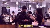 网友在香港偶遇郭富城和方媛,一起逛街十分恩爱!