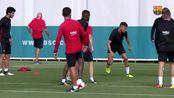 西甲-1718赛季-巴萨训练备战超级杯 塞梅多一传球失误让梅西看傻眼-专题