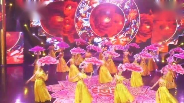 2017内蒙古网络春晚开场舞《盛世欢歌》表演:东方神韵舞团