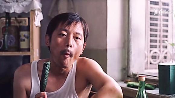 还记得葛大爷吃黄瓜的GIF吗?每次看这到段都想啃根黄瓜,嘎嘣脆