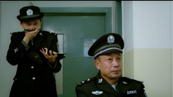 《无贼》小偷乔安娜说的话太搞笑,把做笔录的女警官都逗乐了!