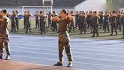 大一军训,五百女生演绎舞蹈《98K》,全场沸腾
