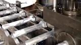 实拍大型螺丝生产全过程,网友:机械化效率就是高!