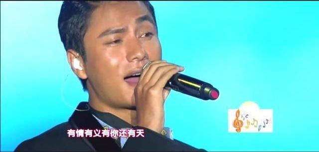 陈坤现场演唱《月半弯》硬汉也有柔情的一面,好听