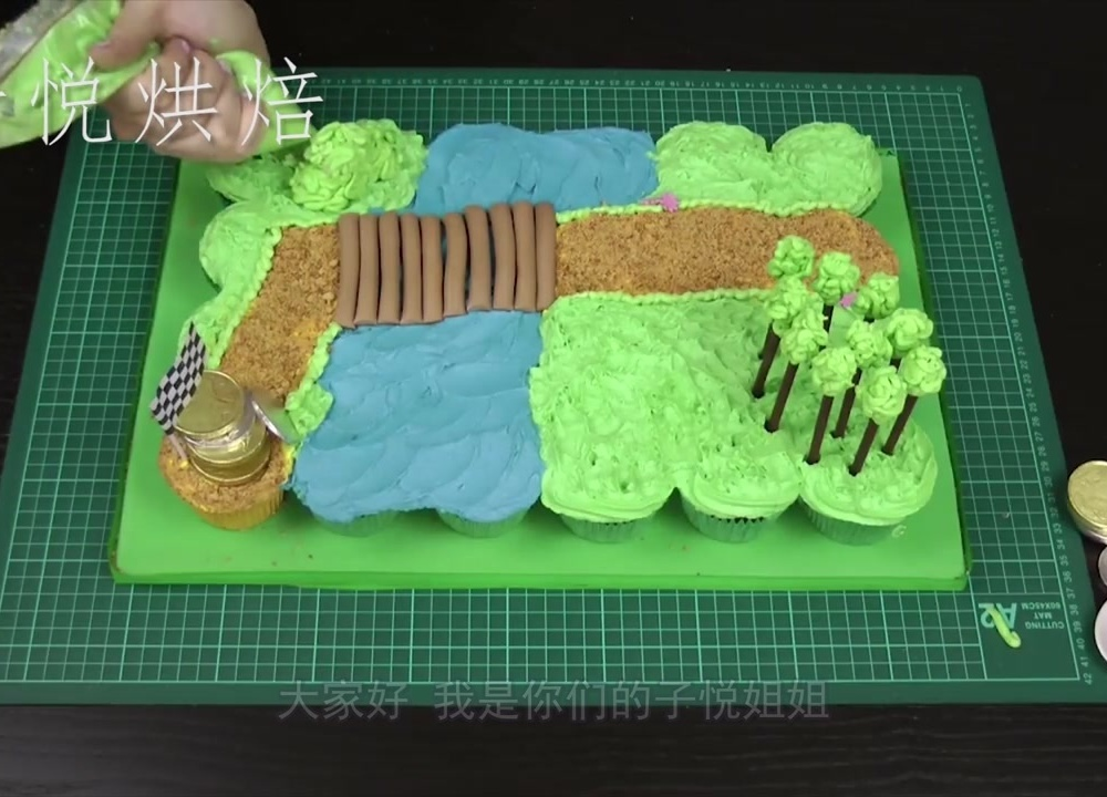你见过这样做蛋糕的吗?过程简单又好玩,你知道她来自哪部动画吗