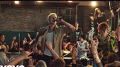 """【中英】歇斯底里燃爆!!!机关枪Machine Gun Kelly, YUNGBLUD, Travis Barker摇滚新单""""I Think I-m OKAY"""""""