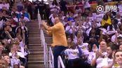 NBA场边兴奋的大叔