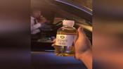 滴滴乘客喝到尿
