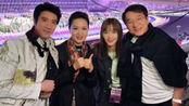 成龙王力宏现身军运会开幕式,起身合唱《歌唱祖国》,满脸骄傲!