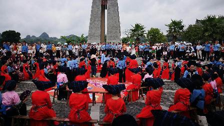 三岔河户外集体举办婚礼 如此浩大的婚礼你见过吗