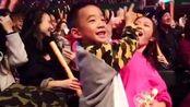 陈小春演唱会宣布应采儿怀二胎,Jasper要当哥哥了
