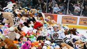 冰球场被玩具填满 这是你从未见过的暖心慈善