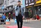 独臂杨过,重庆街头一首《不变的情缘》期待着和谁再相遇?