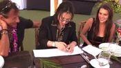 takumi takahashi【高桥匠】的纸牌魔术,画质不是太清晰,他在哪里表演的我好像不太清楚,好像是骚林的婚礼上
