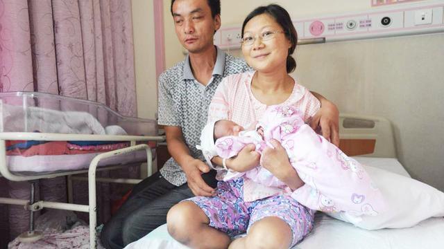 视频|坚强!34岁妈妈没手没脚 顺产生下5.2斤健康男婴