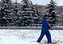 2014年2月8日雪地山新楼演练太极棍A67电影下载 www.a67yy.com fei转载