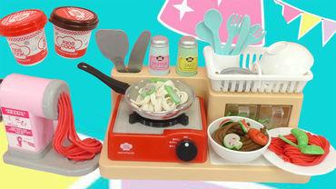 厨房玩具面条机做美味海鲜面