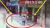 陌生男子当街抢人,强行抱起三岁男童撒腿就跑,前后只用了19秒!