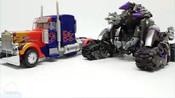 变形金刚_擎天柱大黄蜂VS威震天路障车辆汽车变身机器人玩具_【_俊和他的玩具们】_1