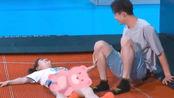 徐璐太开放了!与张铭恩玩游戏穿超短裤,没想到生理期被摄影师抓拍!