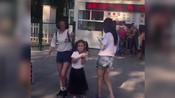 疑似李小璐朋友圈发文曝光 因甜馨在公园爱心举动感慨-搜狐视频娱乐播报2018年第3季-搜狐视频娱乐播报