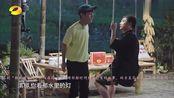 众人坐在一起看表演,黄磊何炅表演暗恋桃花源,简直太温馨了!