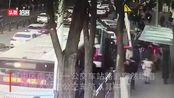 突发!青海西宁路面塌陷,一公交车掉入坑中,伤亡情况不详