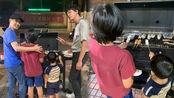 林志颖与信共度佳节,黑米身高超过爸爸下巴了,一家人烤肉很温馨
