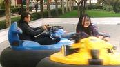 霍思燕游乐场玩的像个孩子,这样的女孩招人喜欢