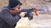 AK47现实中真的很难压枪吗?牛人连射100发子弹,游戏都是骗人的