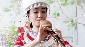 女歌手葫芦丝演奏《月光下的凤尾竹》永远的经典,好听