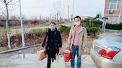 2020年2月7日, 刘鹏飞同志和兄弟刘鸿飞为火石岗村捐赠送17桶84消毒液和1000个口罩。