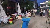 宝鸡诵月社主播张建红,西府老街表演舞蹈《嘀嗒嘀嗒嘀嗒》