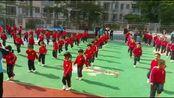 陈芊朵在幼儿园做体操