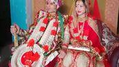 印度传统婚礼:新郎新娘这颜值很般配呀,不过这一身行头真的不累吗