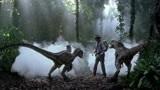 侏罗纪公园3:博士被恐龙围攻,小男孩天降神兵,吓退迅猛龙!