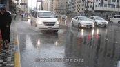 无心栽柳柳成荫:迪拜人工降雨引发暴雨,道路瘫痪交通拥堵