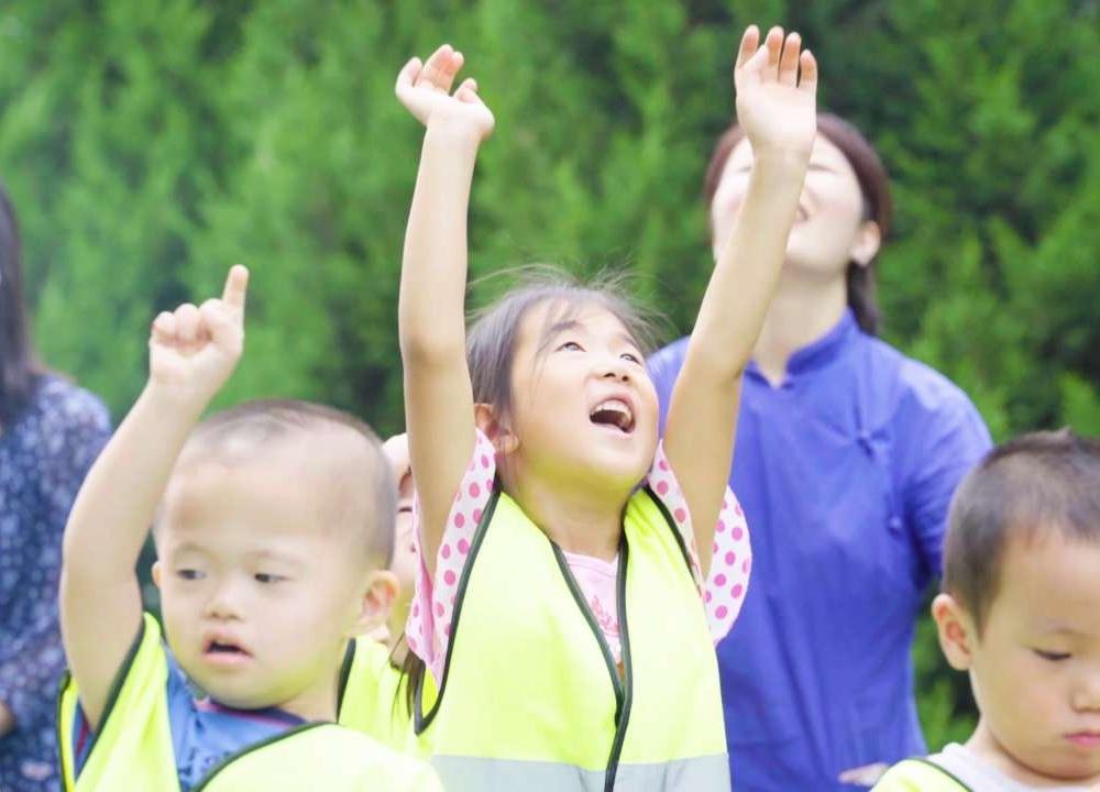 孤残幼儿园:我愿陪你抵挡世界的冷