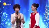 失聪少女现场表演绝美新疆舞,79岁传奇舞者现场传授舞蹈技能