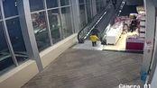 商场扶梯夹断男童手指,断指失踪