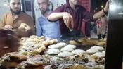 印度小伙街边卖特色小吃,2.5元1份,每天出摊不够卖!