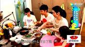 张丹峰求过父亲节,儿子一旁装傻,女儿专心吃鱼!洪欣更感Ζ